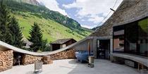 瑞士这像窑洞一样的别墅,光入口就可以秒杀所有别墅