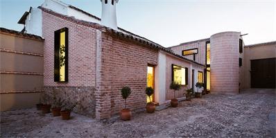 西班牙旧建筑改造:新旧拼贴,焕发新生